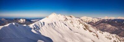 Fototapeta Zimní hory panorama s sjezdovek.