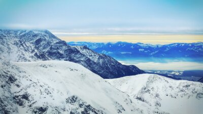 Fototapeta Zimní krajina vysokých zasněžených hor