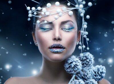 Fototapeta Zimní krása žena. Christmas Girl Makeup