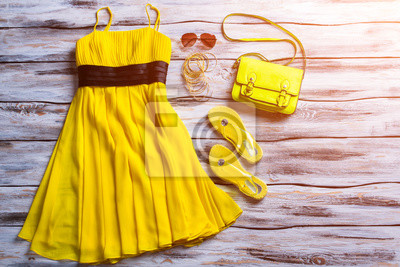 0ec17cae047 Fototapeta Žluté šaty