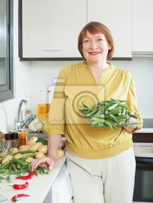 zralé ženy v domácnosti