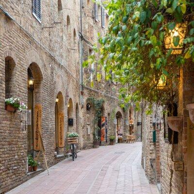 Nálepka Alley na Starém Městě Toskánsko Itálie