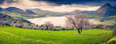 Nálepka Barevné ráno panorama jezera Rosamarina
