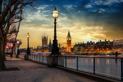 Nálepka Blick über die Themse auf den Big Ben Turm und Westminster Palast v Londýně ve městě Sonnenuntergang. Großbritannien