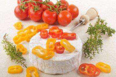 Nálepka camembert s paprikou, rajčaty a tymiánem