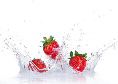 Nálepka Čerstvé jahody s stříkající vodě