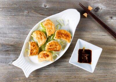 Nálepka Čínský smažené noky mísa s omáčkou připravené k jídlu