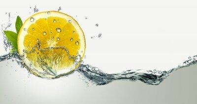 Nálepka Citron a postříkání vodou.