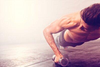 Nálepka Člověk dělá push-up cvičení s Činka. Silný muž dělá CrossFit cvičení.