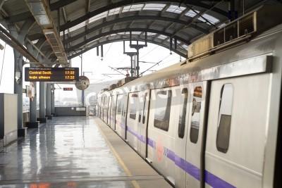 Nálepka Delhi, India -  March 03, 2012: Delhi Metro station  in Delhi. Delhi Metro network consists of six lines with a total length of 189.63 kilometres (117.83 mi) with 142 stations