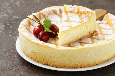 Nálepka domácí koláč s moučkovým cukrem a třešně