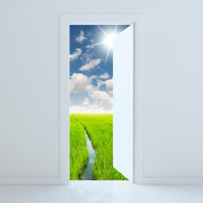Nálepka dveře otevřené pro krásu zelené louce