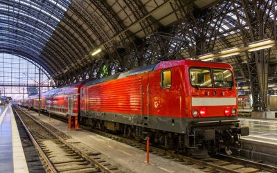Nálepka Elektrická lokomotiva s regionálním vlakem ve Frankfurtu nad Mohanem, Německo