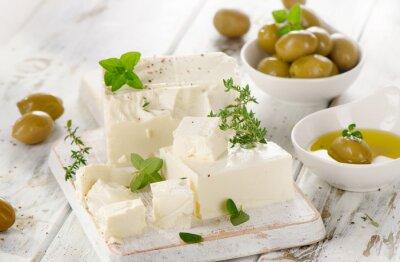 Nálepka Feta sýr s zelenými olivami.