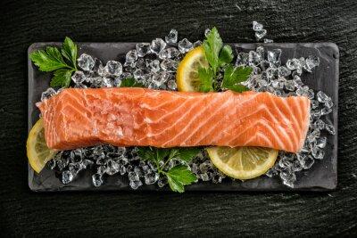 Nálepka Filet z lososa podávaný na černý kámen