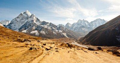 Nálepka Hluboké údolí v pohoří Himaláje