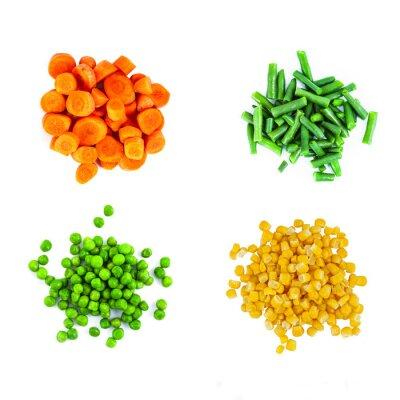 Nálepka Hromady různých krájená zelenina na bílém pozadí. Pohled shora.