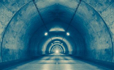 Nálepka Interiér městského tunelu u hory bez provozu ..