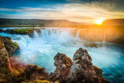 Nálepka Island, Godafoss při západu slunce, krásný vodopád, dlouhé expozice