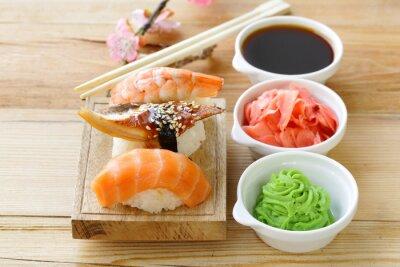 Nálepka Japonská tradiční jídlo sushi s lososem, tuňákem a krevet