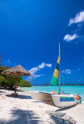 Nálepka Katamarán přes nádherné tropické pláže