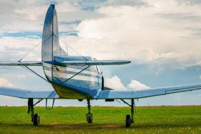 Nálepka Klasická lehká sportovní letadla ve večerním světle