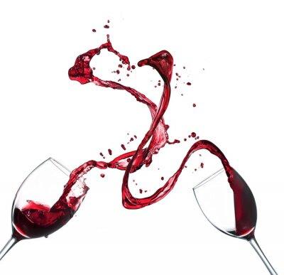Nálepka Koncepce červené víno stříkající z brýlí na bílém pozadí