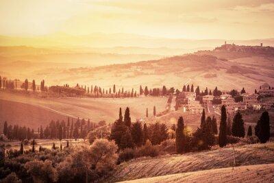 Nálepka Kouzelný Toskánsko krajina s cypřiši, farem a malých středověkých měst, Itálie. Vintage západu slunce