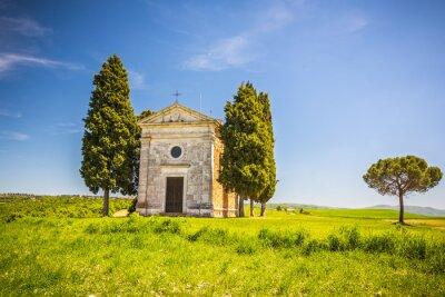 Nálepka Krásná krajina s kaplí v Toskánsku, Itálie