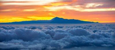 Nálepka Krásná scéna s ostrovem Tenerife na pozadí na východ slunce ve Španělsku