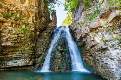 Nálepka Krásný vodopád v lese
