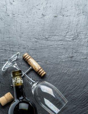 Nálepka Láhev na víno, sklenice na víno a vývrtka na grafitové desky.