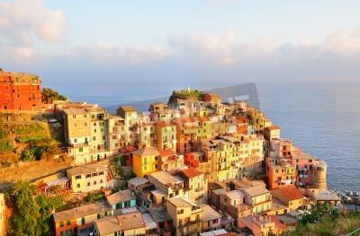 Nálepka Malebné západ slunce v barevné obci Manarola (Cinque Terre, Itálie)