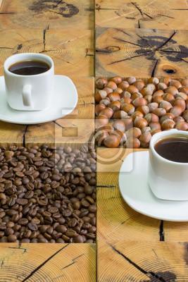 Nálepka malý bílý šálek kávy, pražených kávových bobů a lískových ořechů na dřevěné pozadí z pily řezat dřevo