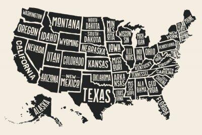 Nálepka mapa plakát Spojených států amerických se státními jmény. Černobílý tisk mapa USA pro t-shirt, plakátu nebo geografických témat. Ručně kreslená černé mapy s státy. vektorové ilustrace