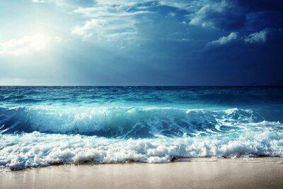 Nálepka mává na Seychely pláži