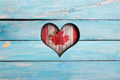 Nálepka Miluju Kanadu. Srdce a vlajka na modré dřevěné desce