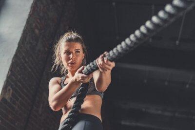 Nálepka Mladá atletická dívka v tréninku