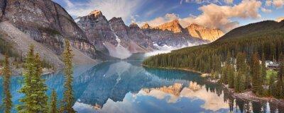 Nálepka Moraine Lake při východu slunce, národní park Banff, Kanada