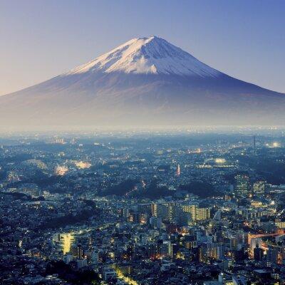 Nálepka Mount Fuji. Fujiyama. Letecký pohled s cityspace neskutečný záběr. J