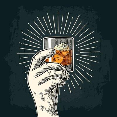 Nálepka Mužská ruka drží sklenici whisky s paprskem