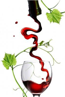 Nálepka Nalévá červené víno ve skle s tyčinkou izolovaných na bílém