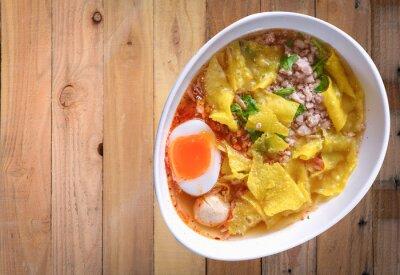 Nálepka noodle soup on wood background