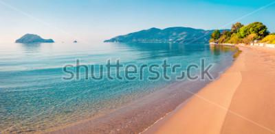 Nálepka Ohromující pohled na pláž na ostrově Zakynthos (Zante). Sluneční jarní krajina Jónského moře, Řecko, Evropa. Krása přírody pozadí koncepce.
