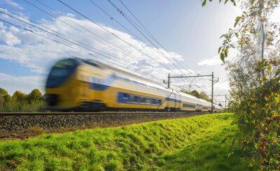 Nálepka Osobní vlak pohybuje vysokou rychlostí ve slunečním světle