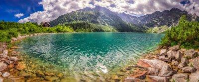 Nálepka Panorama jezera v horách při východu slunce Tatra