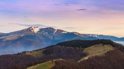 Nálepka Panoramatický horská krajina na jaře.