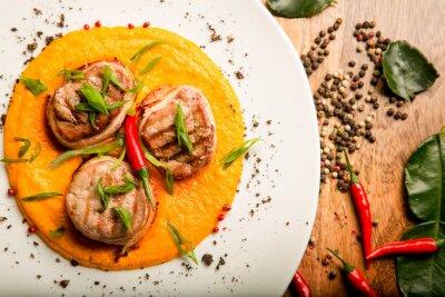 Nálepka Pikantní masové lívance kuřecí a hovězí maso s omáčkou a bylinkami v thajské recept od šéfkuchaře