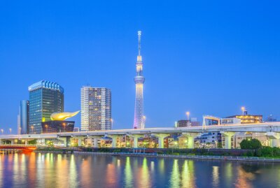 Nálepka Pohled na Tokyo Skytree orientační bod a řeky Sumida v noci.