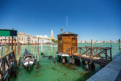 Nálepka Pohled z lanovky při jízdě přes benátských kanálech i